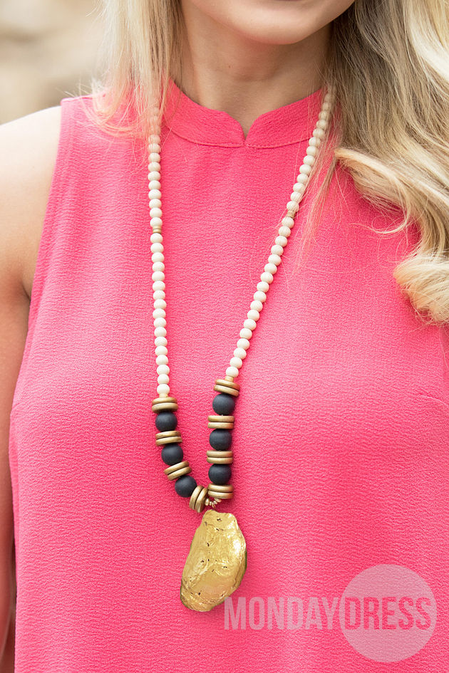 Oyster Shell Beaded Necklace in Black