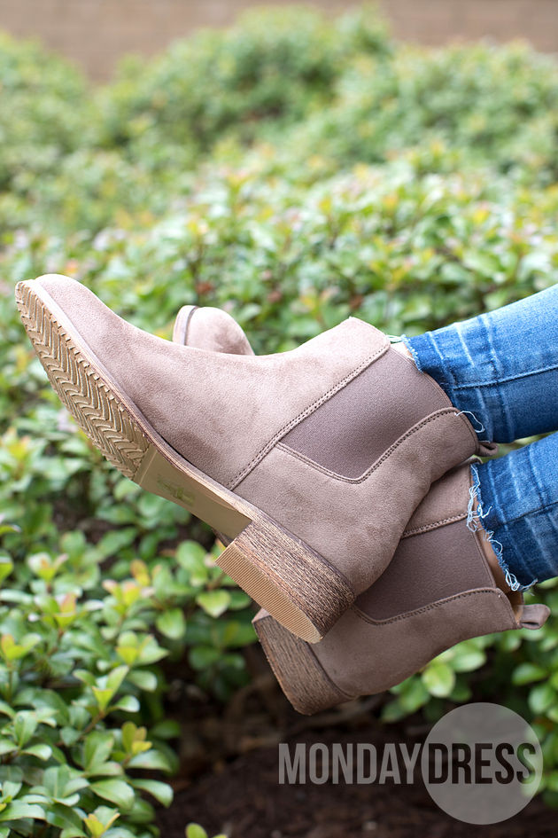Chelsea Boot in Taupe